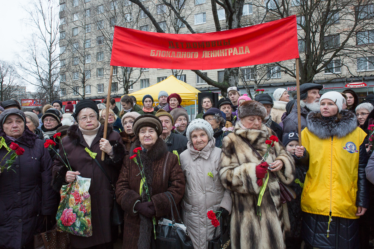 Монумент «Мужеству ленинградцев» открыли вСквере Блокадников