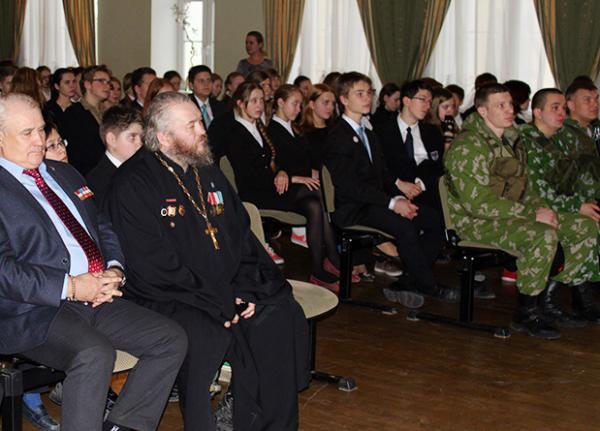 Протоиерей Димитрий Василенков выступил на уроке мужества в гимназии № 171