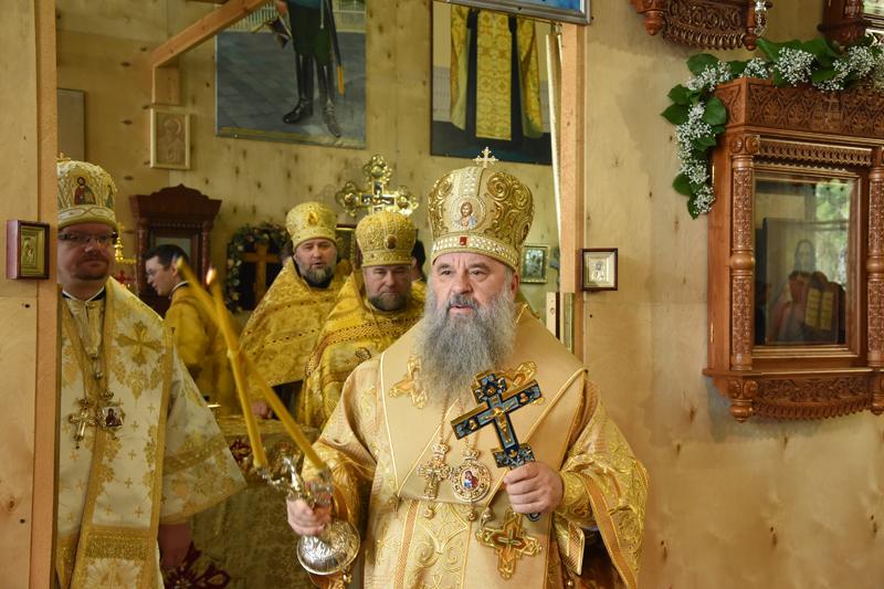 Митрополит Варсонофий возглавил Божественную литургию в храме святителя Спиридона Тримифунтского в Ломоносове