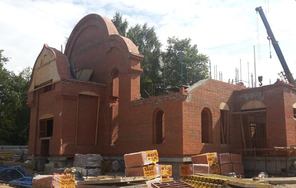 Глава Калининского района посетил строящийся храм Тихвинской иконы Божией Матери
