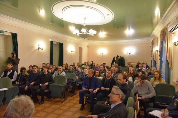 Иерей Илия Макаров принял участие в дискуссии о вере и патриотизме в РХГА