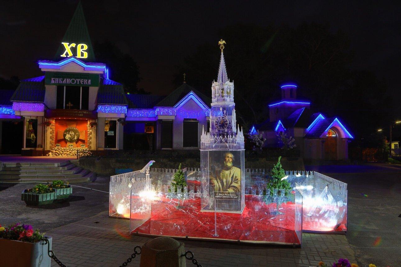 К 316-летию Санкт-Петербурга ухрама вСестрорецке появилась инсталляция
