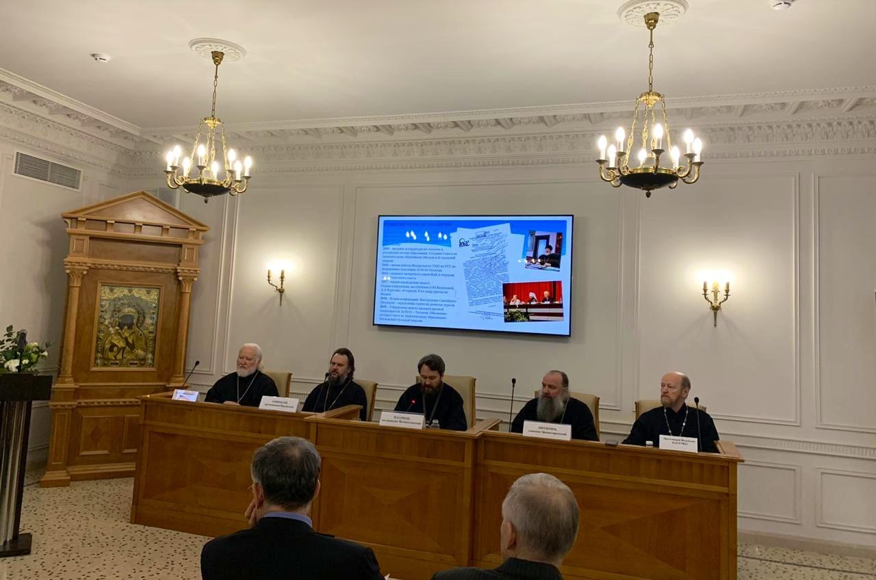Петербургский опыт теологического образования представлен в Москве