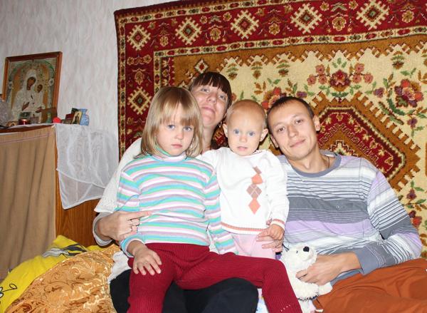Приход Крестовоздвиженского казачьего собора принял беженцев из Донецкой области
